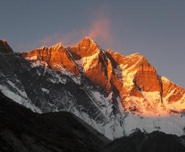 Południowa ściana Lhotse widoczna z wioski Chukhung