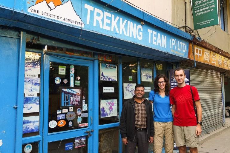 Razem z właścicielem przed siedzibą agencji turystycznej Trekking Team - trekkingteam.com