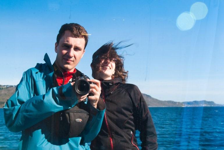 W 2012 takie zdjęcie chyba jeszcze nie miało nazwy selfie. Sfotografowaliśmy się w oknie na promie.