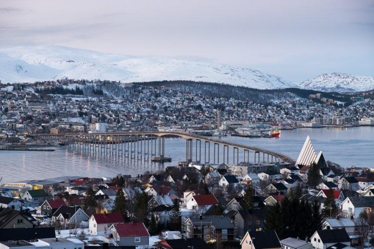 Most łączący miejscowość Tromsdalen z Tromsøya