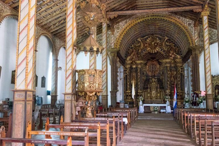 Wnętrze kościoła założonego przez Franciszkanów w Yaguarón