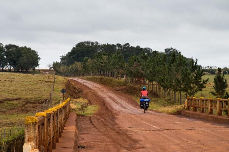 Boczne drogi w Paragwaju mają swój standard