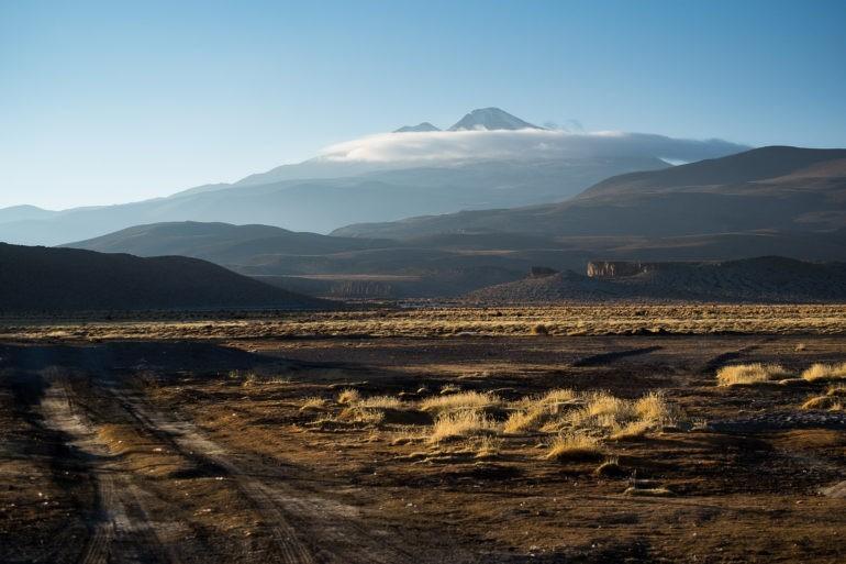 Wulkan Uturuncu o zachodzie słońca (6008m)