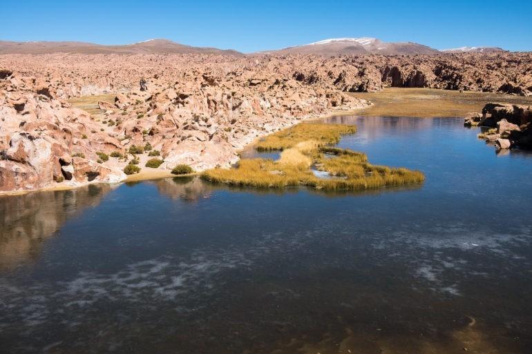 Laguna Negra, czyli Czarna Laguna kryje się za malowniczą ścieżką od przystanku jeepów