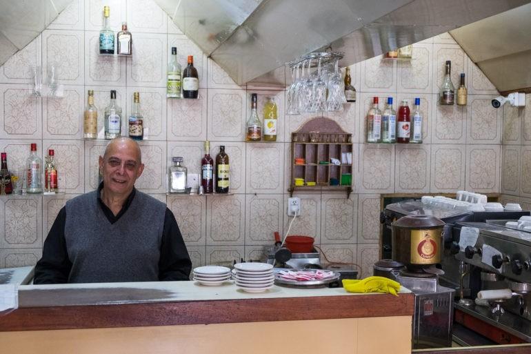 Barista kawiarni w San Juan