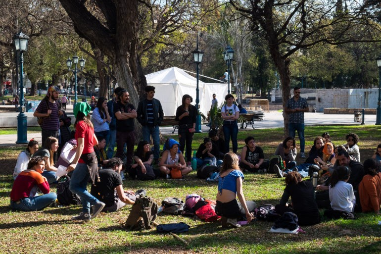 Jedna z publicznych dyskusji w parku w Mendozie