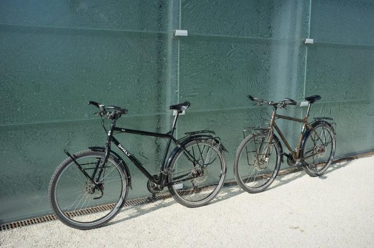 Nasze rowery przy Muzeum Śląskim w Katowicach
