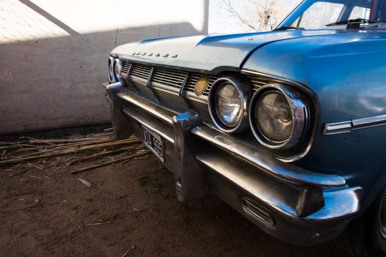 i ich piękny samochód, starszy od głowy rodziny