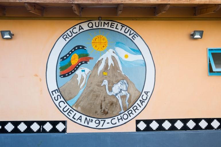 Szkoła w Chorriaca. Tutaj muzyka jest puszczana z głośników przez cały dzień, a dzieci uczą się języka Mapuche