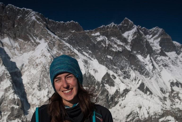 Gosia na tle południowej ściany Lhotse