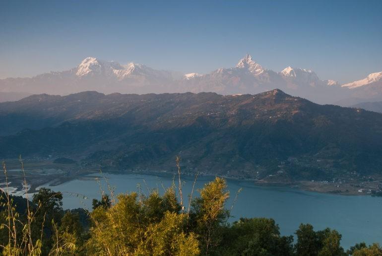 Pasmo Annapurny widoczne z okolic World Peace Pagoda