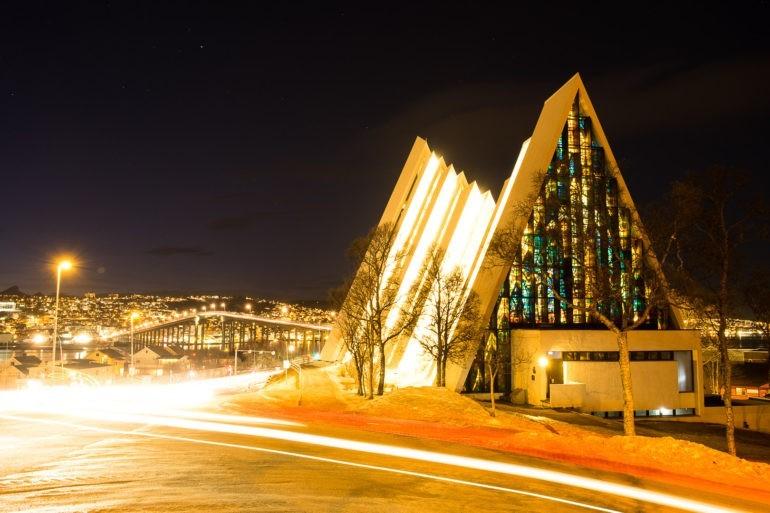 Katedra arktyczna w Tromsø (dokładniej Tromsdalen)