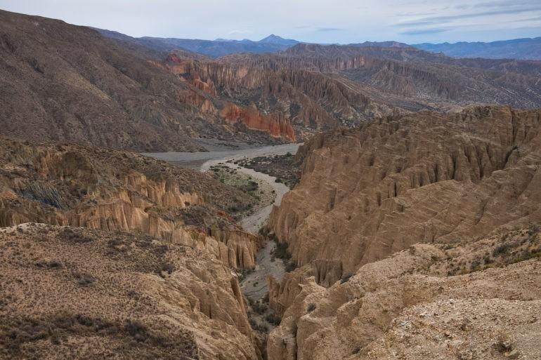 Pierwszy przystanek, powulkaniczne formy skalne