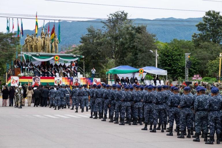 Parada w centrum Villa Montes