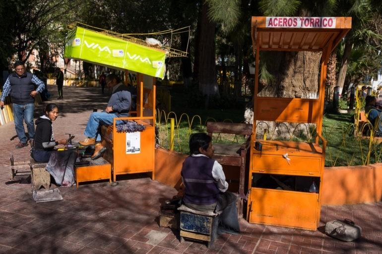 Czyściciele butów na rynku w Tupizie