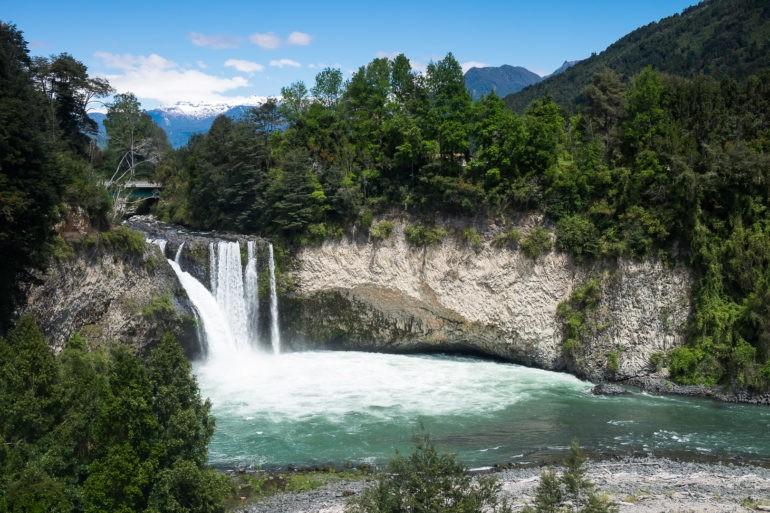 Wodospad widoczny z publicznego punktu widokowego
