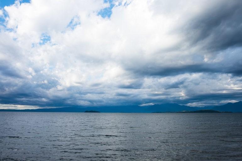 Widok na jezioro Lago Ranco miejscowości Lago Ranco