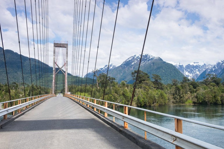 Most nad rzeką Yelcho na Carretera Austral