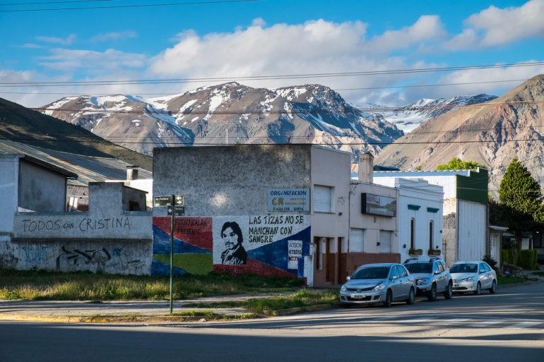 Tło dla Esquel tworzą góry