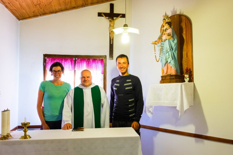 Pamiątkowe zdjęcie z księdzem Andrzejem