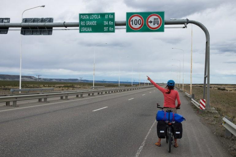 Pierwszy znak na Ushuaia. Czekamy na niego od 2000 km