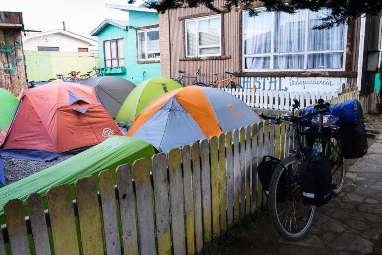 Wiecznie pełny mini camping przy hostelu Independencia