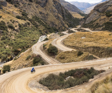 Skomplikowana konstrukcja zakrętów na zjeźdize do Huancavelica
