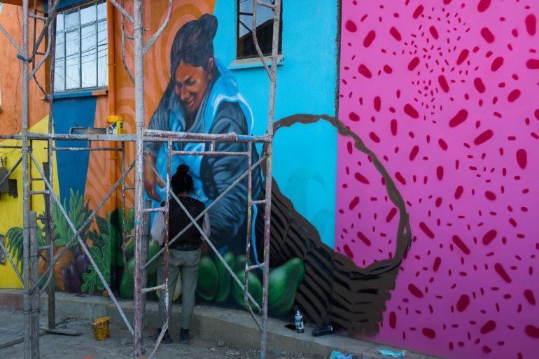 Inny z murali wykonywany równolegle