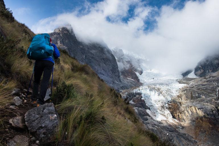 Wspinamy się na przełęcz Siula