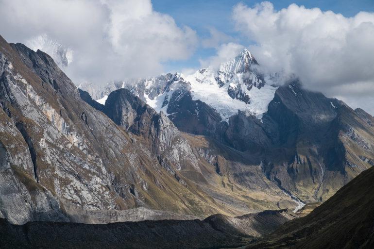 Jeszcze nie weszliśmy na przełęcz a chmury już zasłaniają szczyty