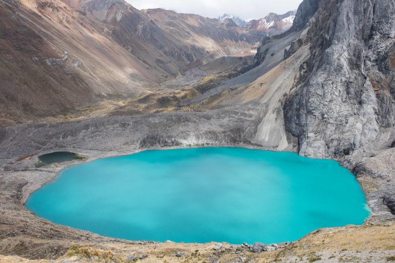 Turkusowe wody jeziora Juraucocha