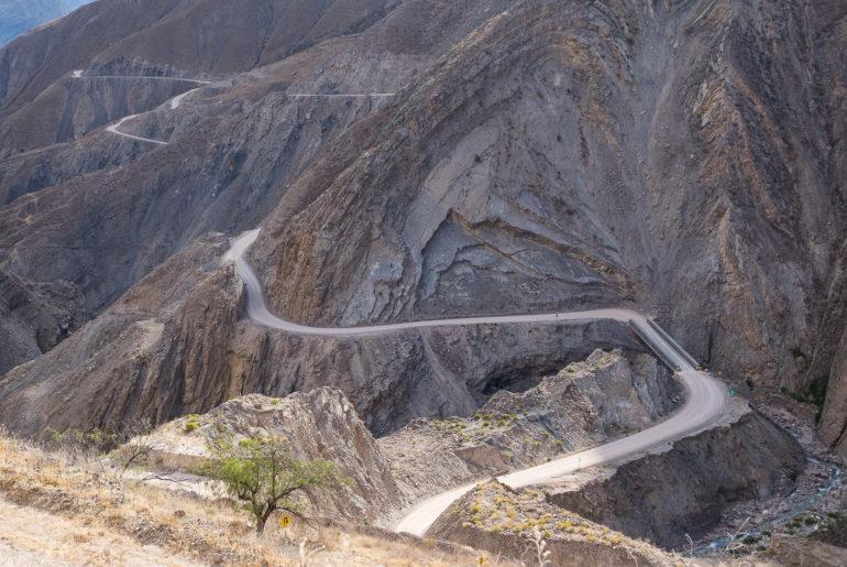 Czy Peruwiańczyk boi się jazdy po takich drogach?