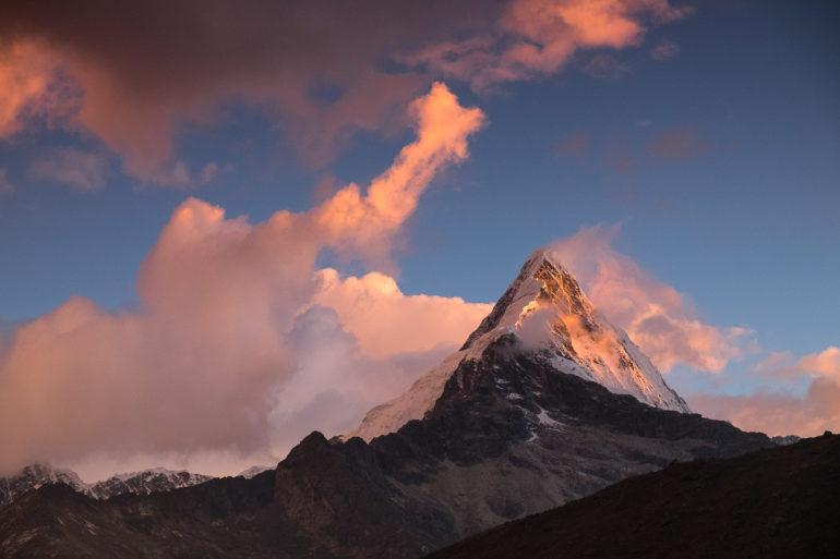 Gwiazda Hollywood czyli ikona Paramount Pictures - Peru, Cordillera Blanca, szczyt Artesonraju