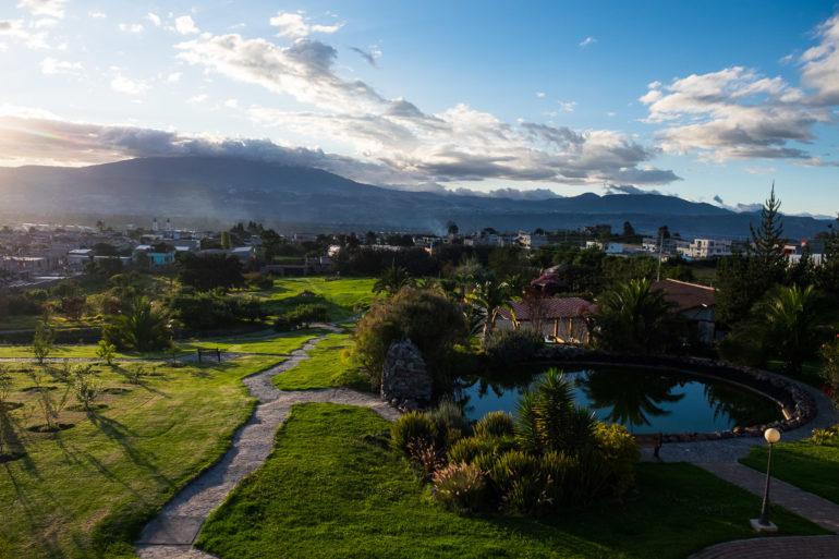 Widok w stronę Pichincha w Yaruqui