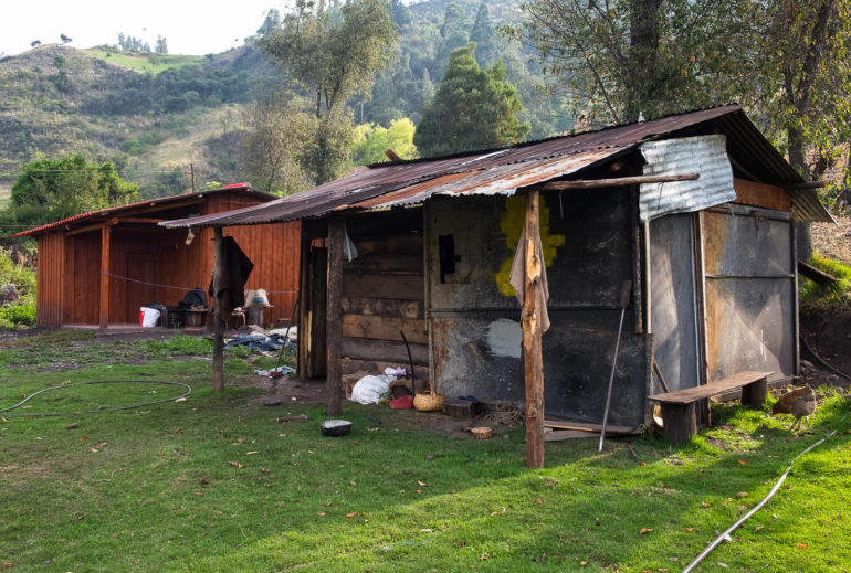 Skromne gospodarstwo, jedyny fragment płaskiej ziemi w okolicy i bardzo życzliwi ludzie