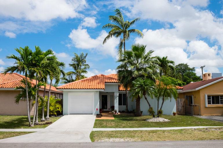 Mały, biały domek w Miami, jeden z wielu