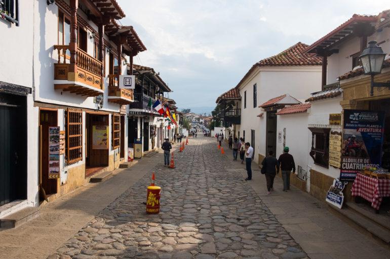 Jedna z głównych uliczek w Villa de Leyva