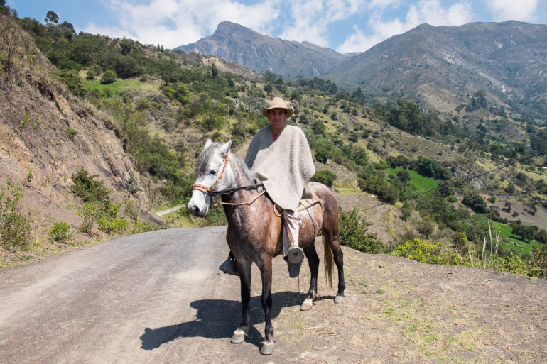 Jeździec w tradycyjnym ubraniu