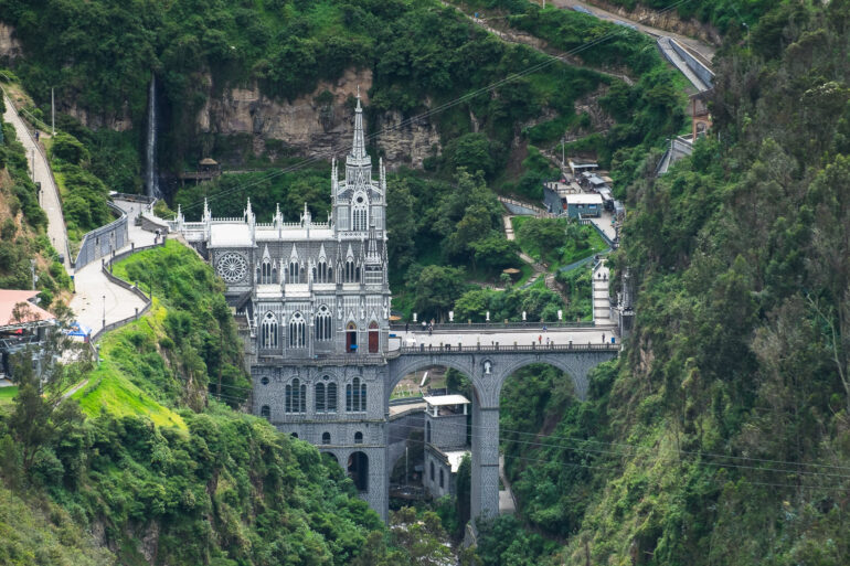 Sanktuarium Las Lajas wbudowane między skały